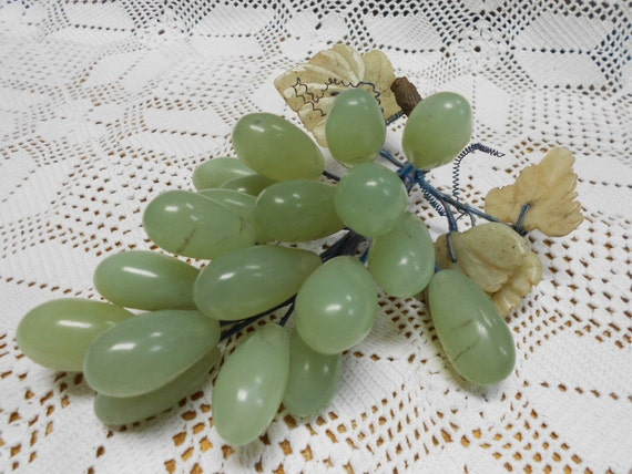 Vintage Green Stone Cluster of Grapes (A393)