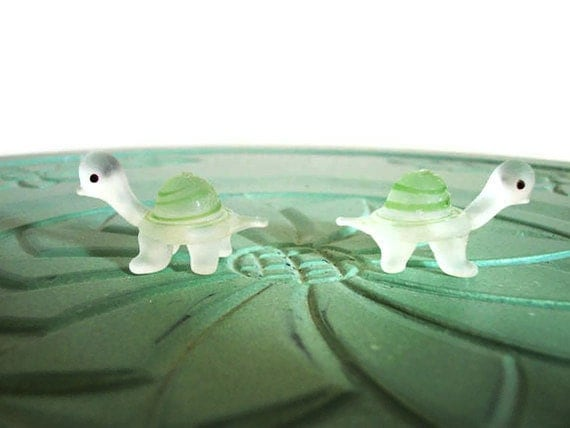 Miniature turtles figurines animals set green glass vintage small collectible
