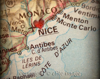 8x8 MAP of NICE France with a Heart Shape with a Grunge Vintage Border - 8x8 Photograph