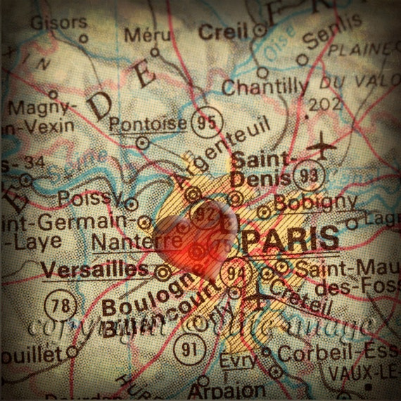 8x8 MAP of PARIS France with a Heart Shape with a Grunge Vintage Border - 8x8 Photograph