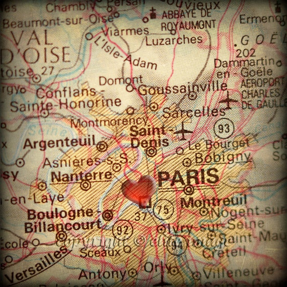 8x8 MAP of PARIS France with a Heart Shape with a Grunge Vintage Border 2 - 8x8 Photograph
