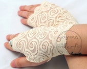 Pair of Fingerless Lace Gloves (Ivory)