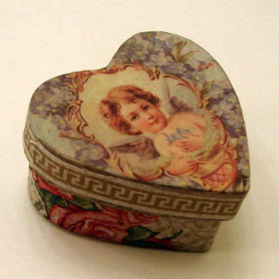 Heart Box for Jewellery  or Candy - Valentine's  Love Boxes - Vintage Look by Noémia Prada