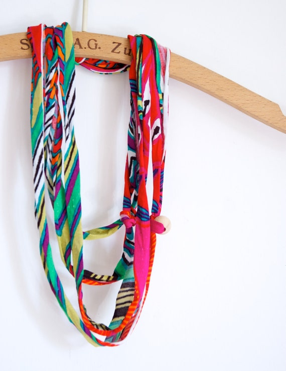 NECKLACE Multicolor of braided elastan yarn, Rainbow color and casual pattern, knots