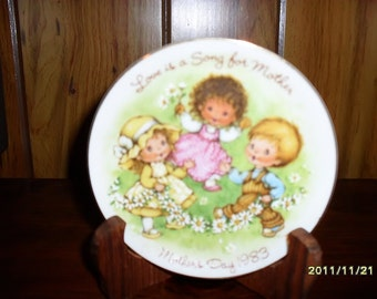 1983 Mother's Day Avon Collector Plate