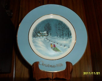 "1976 Avon Christmas Plate ""Bringing Home the Tree"""