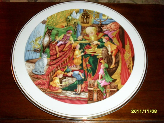 Royal Doulton Collector's Spellbinder Book of Spells Plate