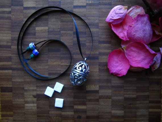 Scent Locket - Personal Oil Diffuser - Silver Filigree Locket
