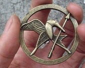 brooch---The Hunger Games pendant ,Inspired Mockingjay brooch with a pin at the back-antique brass