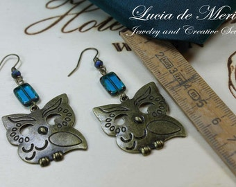 Chubby owls earrings, blue and light brown