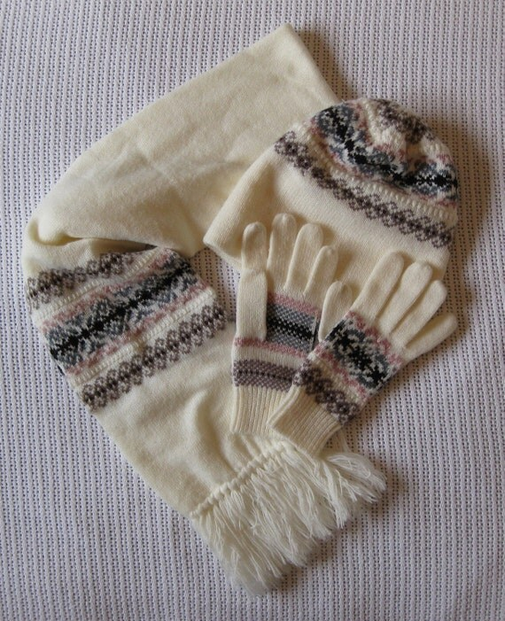 Fair Isle Fringed Scarf Hat Gloves Set Vintage Off White Fall Autumn Women's Accessories by flowercitythreads