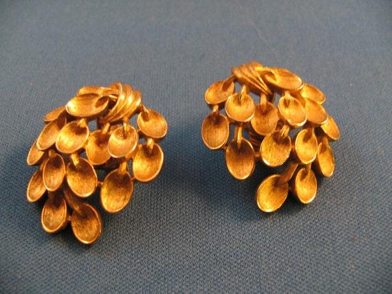 Vintage Trifari gold tone leaf cascade earrings