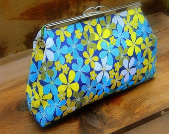 Pocket Full Of Posies, Flower Cotton Metal Frame Clutch Purse Vintage Inspired