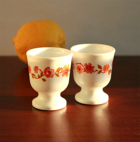 "Vintage Set of 2 egg cups French Arcopal - 70s - ""Scania"" pattern"