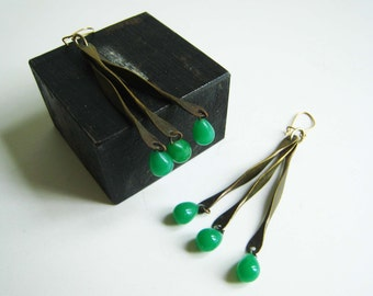 Vintage '70s Dangle Earrings with Green Drops
