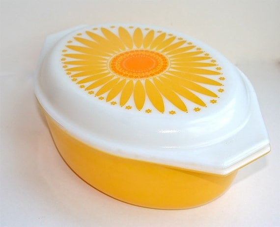Pyrex Casserole, Vintage PYREX Ovenware, Orange and Yellow Daisy, Sunflower, 2 1/2 Quart Casserole with Lid, Made in the USA Kitchenware
