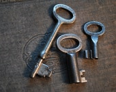 Set of 3 Vintage Skeleton Keys with Oval Bows for Art or Jewelry Design