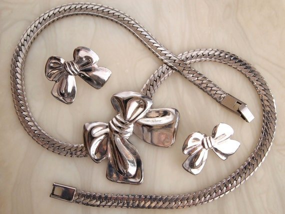 Vintage Silver Necklace Earring Set - Beautiful Silver Bows