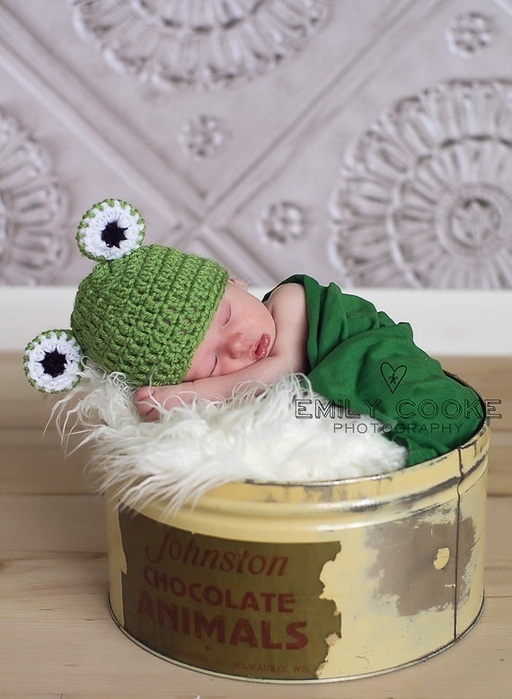 Crochet frog hat, baby frog hat, newborn frog hat, newborn hat, photography prop, baby shower gift, animal hat, baby boy baby girl