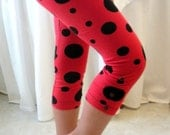Girls Ladybug Leggings - Organic Cotton Knit Ruched Leggings with Coconut Buttons - Capri Length - Eco Friendly - Red and Black - Sizes 2-12