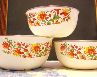 Beautiful Floral Enamelware Nesting Bowl Set