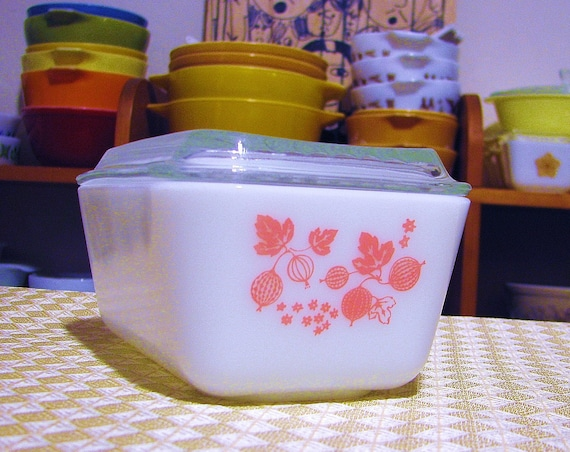 Pyrex 'Gooseberry' Refrigerator Dish with Lid