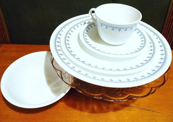 31 - Piece Corelle Livingware Snowflake Blue/ Garland Dinner Place Settings