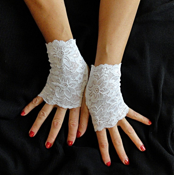 white lace gloves short white stretch lace by demasterdesigns