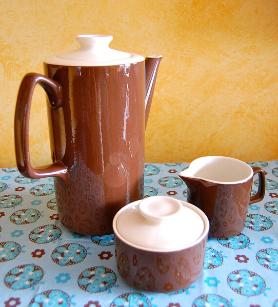 1970s Cool Vintage Brown Glazed Coffee Set 3 PCSLarge 1970s coffee pot with four mugs. They're brown glaze on the outside and white glaze o