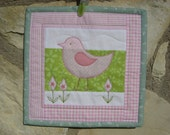Small place mat - candle mat - mug rug - wall decoration - mini quilt with big bird in pink, green and white
