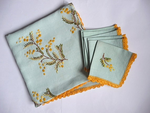 Vintage embroidered linen - wattle embroidery - tablecloth and napkins