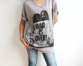 John Lennon The Beatles and Yoko WAR is OVER Grey Woman V Neck T-Shirt Size M