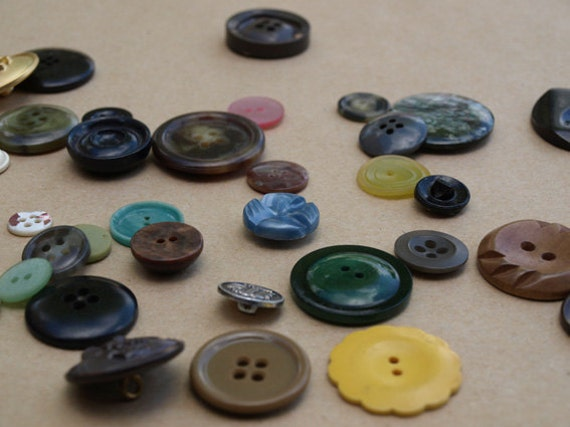 Variety of 50 vintage buttons