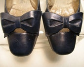 SALE 1950s Navy Blue Leather Pump with Leather Bow