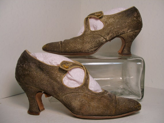 1910s 1920s Good Metallic Thread Floral Brocade Pumps with Cross Over Button Fastener over Vamp