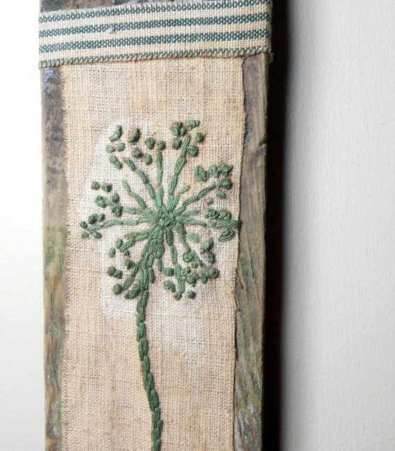 PRIMITIVE Wall Hanging on RECLAIMED Wood: Queen Anne's Lace