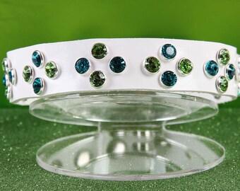 White Dog Collar w Peridot / Blue Zircon Crystals