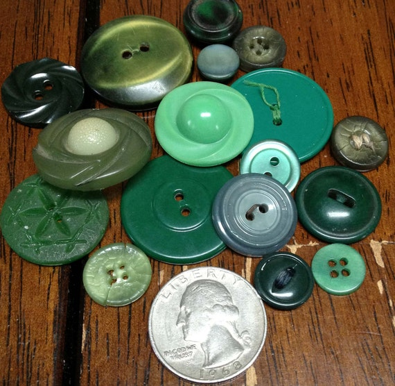 Assorted Green Vintage 1940s Buttons
