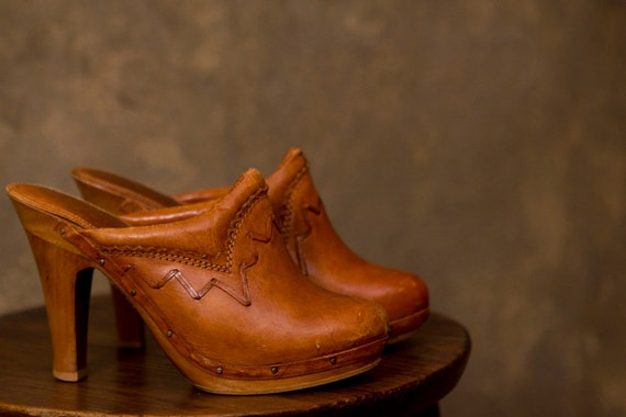 70s COGNAC CLOGS // leather QualiCraft stacked heels 6