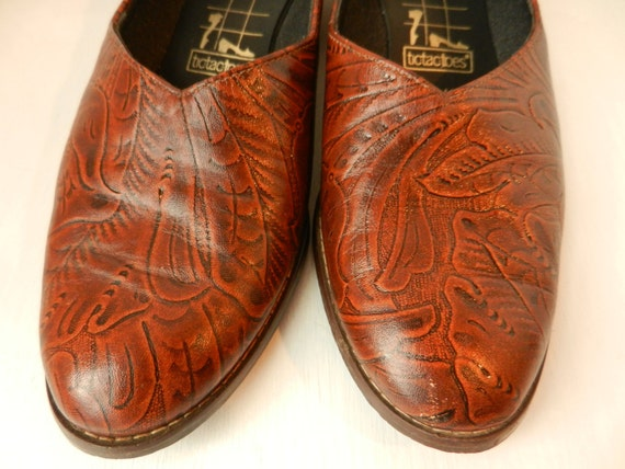Vintage Shoes- Tooled Leather- Womens shoes size 8- floral pattern- low heel