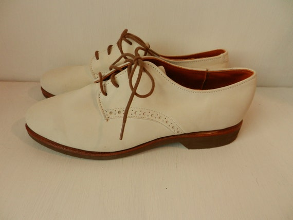 Vintage Oxfords- Ladies Shoes- Lace up suede shoes- Cream/White/Eggshell size 6.5