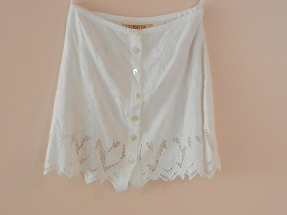 Vintage Womens Skirt- Floral Embroidery- Cut Out- White Skirt- S- M