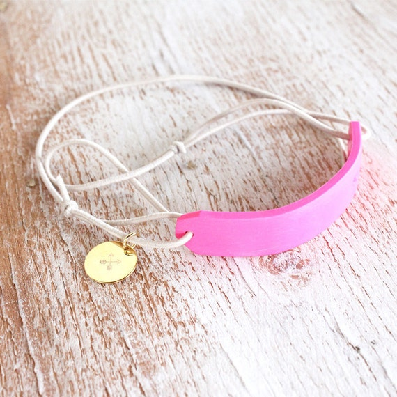 NEON ID BRACELET / hot pink polymer clay wrap bracelet with stamped ampersand & crossed arrows charm