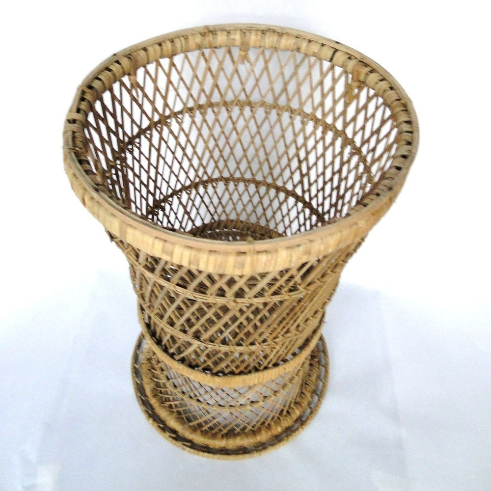 Vintage rattan plant stand wicker woven reed basket bohemian for Wicker reed