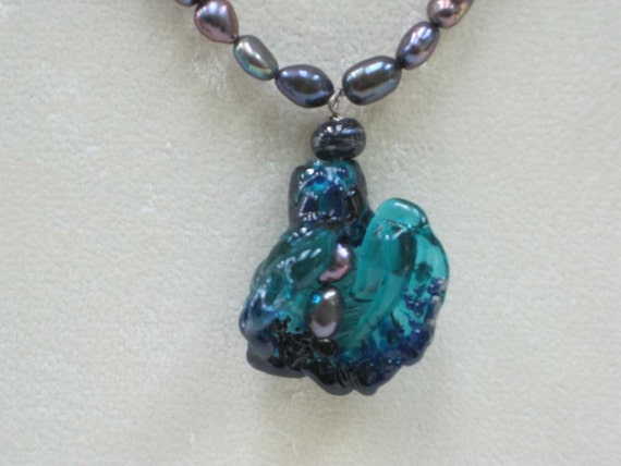 Lamp Glass Lily Bead in Blues With Freshwater Pearl Necklace
