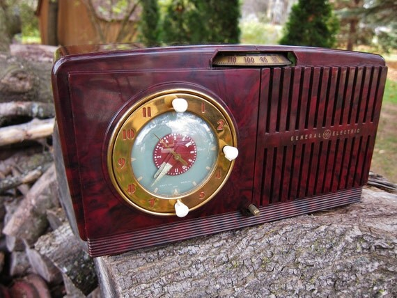 1950 39 s g e radio alarm clock model 515 bakelite. Black Bedroom Furniture Sets. Home Design Ideas