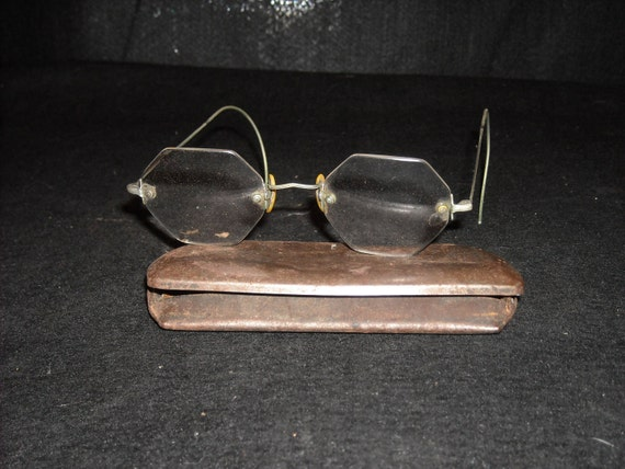 Wire Octagonal Shaped rimless eyeglasses by GranniViksAttic