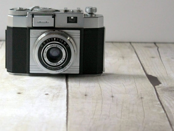 Zeiss Ikon 35mm Contina Camera - Vintage with Case