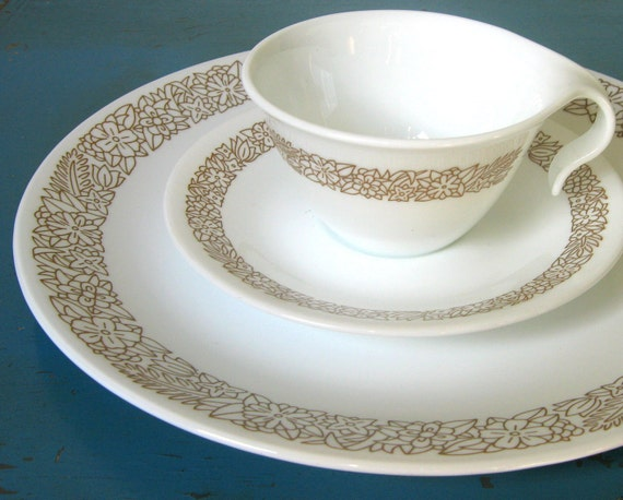 """14-Pc Corelle """"Woodland Brown"""" Dinnerware Set  -Service for 4- Brown & White Dishes Livingware"""