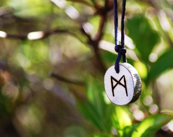 Birth Rune Pendant 'Mannaz' 14th April to 29th April.